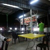 Photo taken at O.M.G Burger Bakar by maisarah g. on 9/1/2013