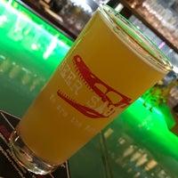 Снимок сделан в Beer Saurus пользователем Hiromi Y. 8/6/2018