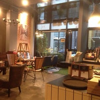 Photo taken at Loft Lek Lek Coffee by Kittiphop L. on 8/27/2014