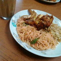Photo taken at Kedai Makan Chez Frieda by Fahmi on 12/28/2015