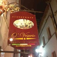 Foto scattata a Pizzeria Vesuvio da Clive L. il 5/18/2014