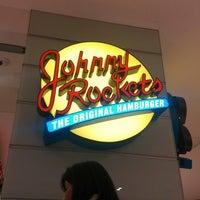 Foto tomada en Johnny Rockets por Hanns el 6/29/2014