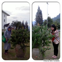 Photo taken at Hotel Niagara, Parapat by Awyh A. on 11/29/2013