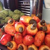 Foto tirada no(a) Kioske Frutas Da Fruta Mercadao por Lea A. em 5/23/2013