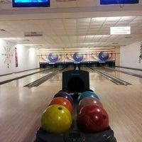 Photo taken at inci sitesi bowling salonu by Emre Ö. on 5/22/2014