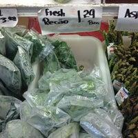 Photo taken at Met Foodmarkets by Willie M. on 3/16/2013