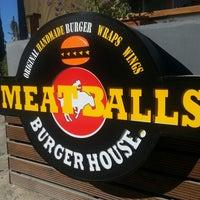 12/22/2013 tarihinde Ayça Ç.ziyaretçi tarafından Meatballs Burger House'de çekilen fotoğraf
