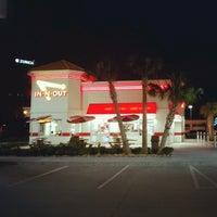 Das Foto wurde bei In-N-Out Burger von Kevin C. am 1/28/2013 aufgenommen