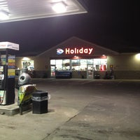 Photo taken at Holiday Gas Station by Jason S. on 12/22/2012