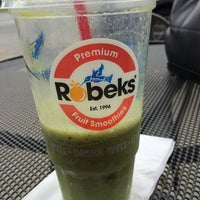 Photo taken at Robeks Fresh Juices & Smoothies by Yasemin B. on 5/31/2014