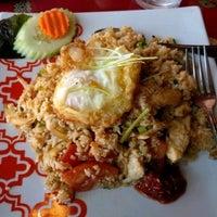 Photo taken at Zen Yai Thai Cuisine by Kannan M. on 3/21/2017