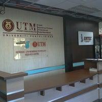Photo taken at Universiti Teknologi Malaysia (UTM) by LinH on 4/12/2013