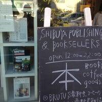 Foto diambil di Shibuya Publishing & Booksellers oleh nit n. pada 10/29/2012