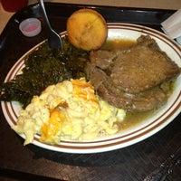 Das Foto wurde bei MacArthur's Restaurant von Veronica W. am 4/5/2013 aufgenommen