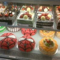 Photo taken at Berry's Cake House by Puchong P. on 6/18/2016