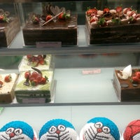 Photo taken at Berry's Cake House by Puchong P. on 8/20/2016
