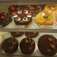 Photo taken at Berry's Cake House by Puchong P. on 10/14/2017