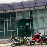Photo taken at Siti Hasmah Digital Library by Puchong P. on 10/8/2015