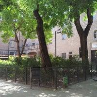 Das Foto wurde bei Jardins de Rubió i Lluch von Emanuel R. am 8/14/2012 aufgenommen
