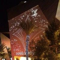 Das Foto wurde bei Louis Vuitton Las Vegas CityCenter von Sara 🌼 S. am 5/20/2012 aufgenommen
