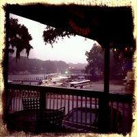 รูปภาพถ่ายที่ Hooters โดย John B. เมื่อ 6/27/2012