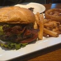 Das Foto wurde bei Blazing Onion Burger Company von Mary am 8/8/2012 aufgenommen