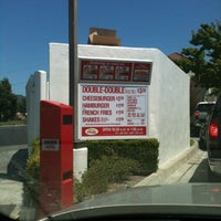 Photo taken at In-N-Out Burger by Frankie on 7/30/2012