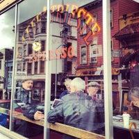Das Foto wurde bei Caffe Trieste von Lizzy N. am 4/10/2012 aufgenommen