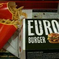 Снимок сделан в McDonald's пользователем Kam M. 6/23/2012