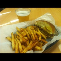 Photo taken at Frietkoten Belgian Fries & Beer by Alexander M. on 8/29/2012