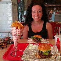 Das Foto wurde bei F. Ottomanelli Burgers and Belgian Fries von Rahul H. am 8/18/2012 aufgenommen