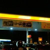 Foto tirada no(a) Posto Carrefour por Adriana F. em 7/31/2012