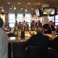 Das Foto wurde bei Hard Rock Cafe von Dionissios G. am 6/7/2012 aufgenommen