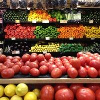 Photo prise au Whole Foods Market par Kinnier L. le4/12/2012