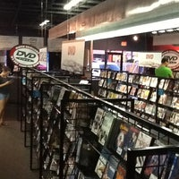 Foto tomada en Movie Exchange por Lauren R. el 6/7/2012