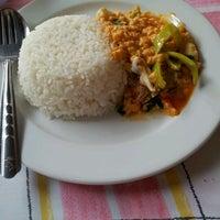 Photo taken at อาหารตามสั่ง น่าเซเว่น by kang. on 3/5/2012