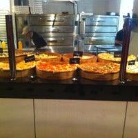 Das Foto wurde bei We, The Pizza von David B. am 2/16/2012 aufgenommen