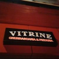 Photo taken at Vitrine Bar e Pizzaria by Anne L. on 5/11/2012