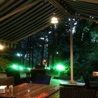 Foto tirada no(a) Koru Cafe & Restaurant por Alper G. em 6/15/2012