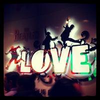 7/22/2012 tarihinde Kimmy H.ziyaretçi tarafından The Beatles LOVE (Cirque du Soleil)'de çekilen fotoğraf