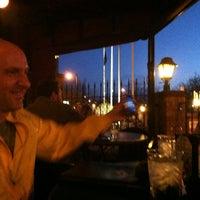 Foto tirada no(a) Charlie Brown's Bar & Grill por Darren B. em 3/25/2012