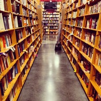 Photo prise au Powell's City of Books par Adam W. le6/28/2012
