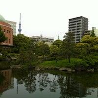 Photo taken at Kyu-Yasuda Garden by ネコライ on 5/20/2012
