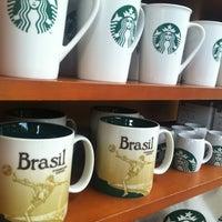 Foto tirada no(a) Starbucks por Patricia V. em 5/3/2012