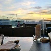 Foto tirada no(a) Long Table por Nicholas L. em 9/8/2012