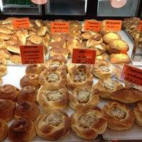 Снимок сделан в Пекарня пользователем Ann K. 6/2/2012