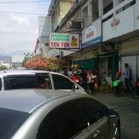 Photo taken at Manisan Lampung Yen Yen by Bayu A. on 8/26/2012