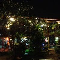 รูปภาพถ่ายที่ บ้านเพื่อนพี่ (ร้านอาหาร) โดย Wiphusit T. เมื่อ 3/8/2012