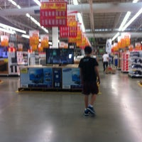 Photo taken at Makro Villa Santos by Oli B. on 6/8/2012