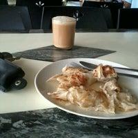 Photo taken at Restoran Riayas Maju by Diah H. on 4/14/2012